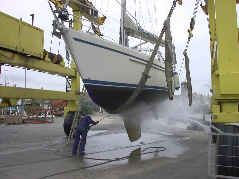 expertise maritime nettoyage coque voilier au sec